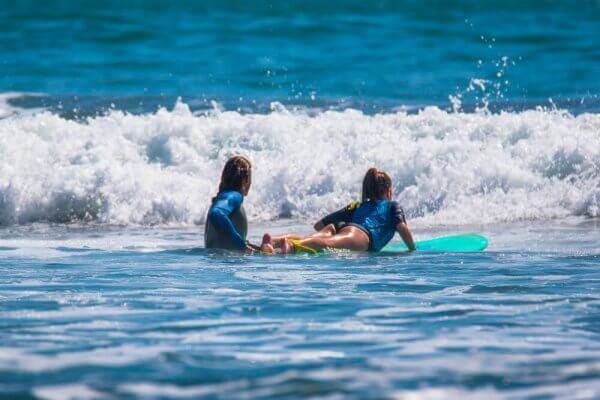 Initiation au surf pour enfants - École de surf Hastea