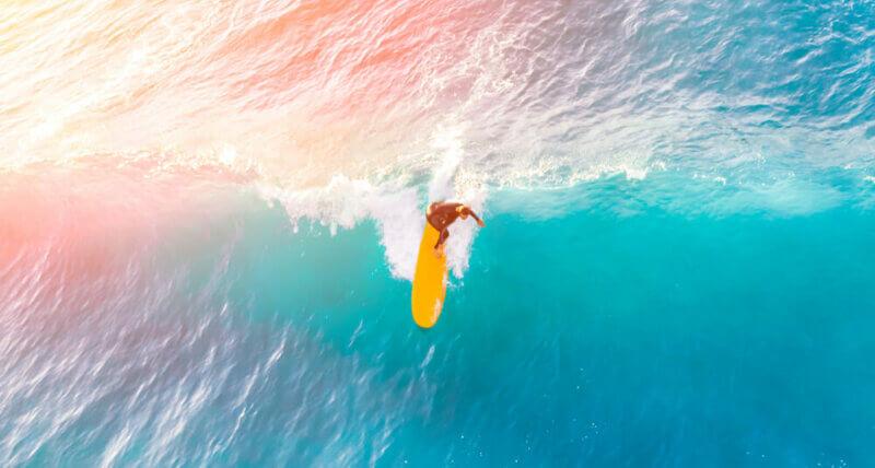 Apprendre le surf : 5 bons réflexes à avoir